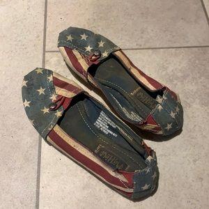 American flag toms lookalike